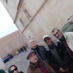 Visite guidée par l'archéologue Àboulkacem Chebri en l'honneur des invités à la rencontre signature de » Un nuage m'empêche de danser».